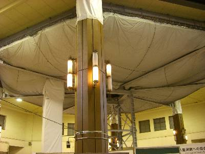 丸の内駅舎ドーム内で開始された復元工事