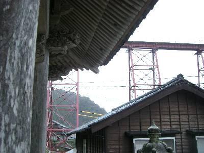 永尾山長橋寺三門と余部鉄橋