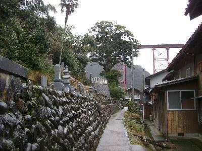 墓地前の通路から見る余部鉄橋